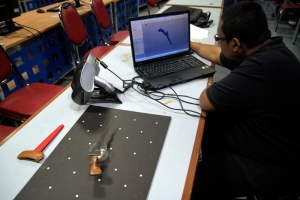 Figure 3: Analyzing the 3D scanning data.