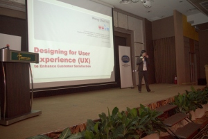 Chui Yin Wong presenting 'Designing for UX'.